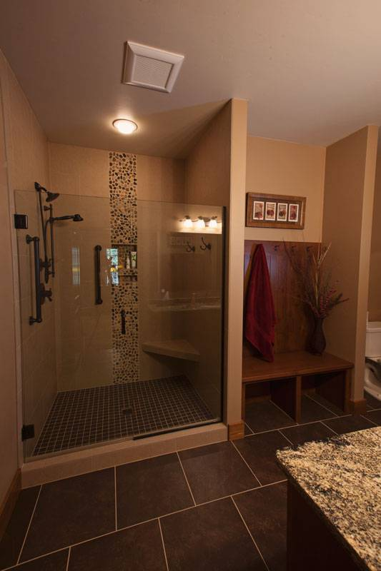 1stfloorguestbath-wisconsin-log-homes-kcj-studios